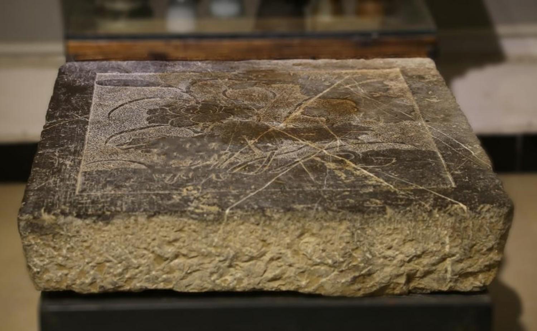 清 青石荷花浮雕板茶台